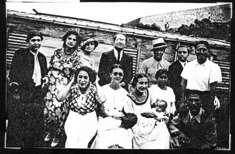 Carmelo Salanitro con la sua famiglia lui è al centro