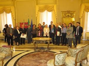 foto di gruppo con componenti della segreteria e comitato provinciale ANPI Catania, Longhitano, Ungheri, Giammusso, Parisi, Sconza, Scirè, Costanzo